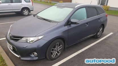 Toyota Auris photi 1